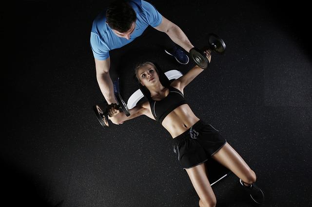 Je lepší cvičit sám nebo využít služeb osobního trenéra?